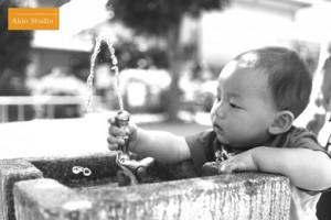 1歳とちょっと記念のお写真、公園で遊ぶとうがくん! 杉並区高円寺よりご来店ありがとうございます
