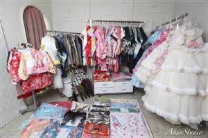 【お衣装一覧】お宮参り・七五三・お誕生日・ドレス・着物|練馬区の写真館アキオスタジオ