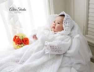 白いレースのドレスがお似合いです♪